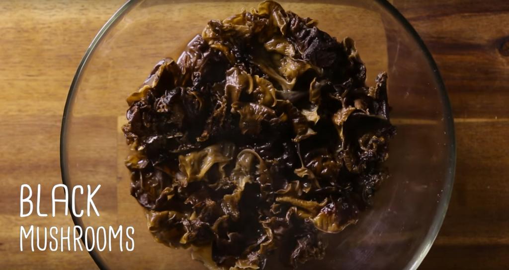How to cook bitter melon Black ear mushroom